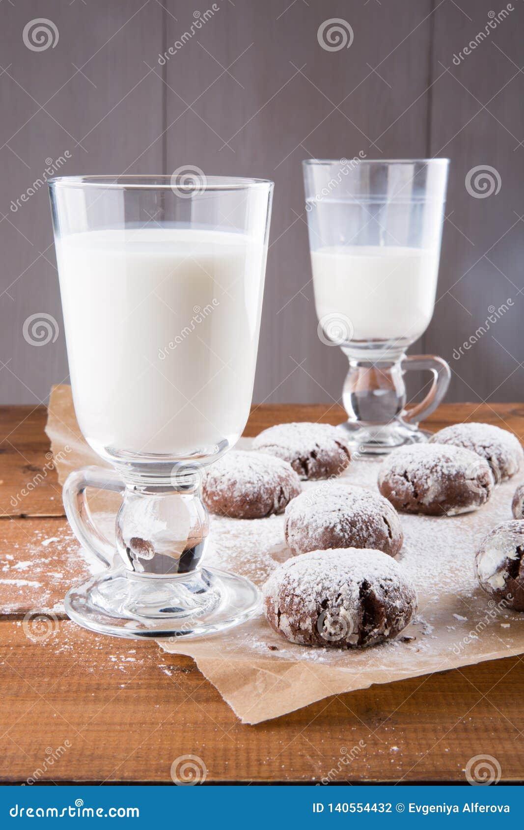 牛奶和巧克力皱纹曲奇饼