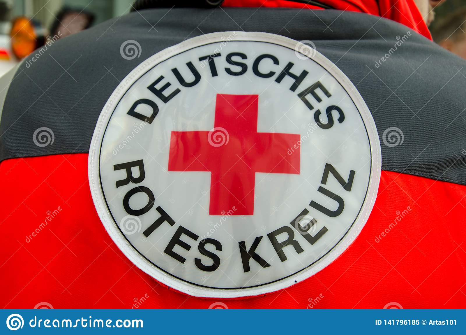 索斯特,德国- 2017年12月31日:德国红十字会补丁德语:Deutsches Rotes Kreuz