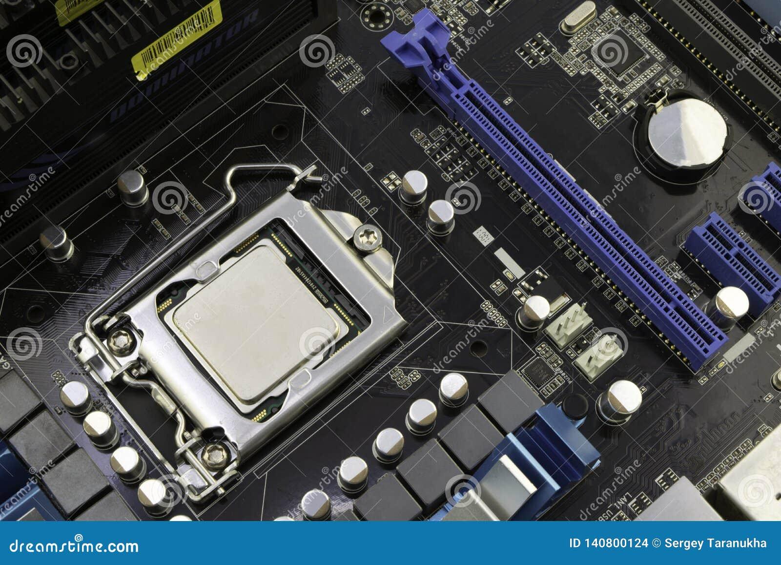 计算机主板,当处理器被安装对此