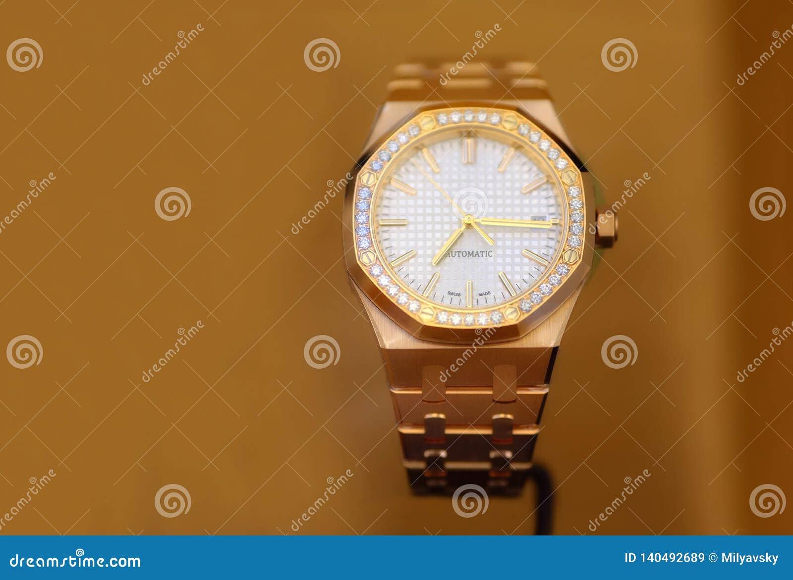 豪华手表、金子和金刚石