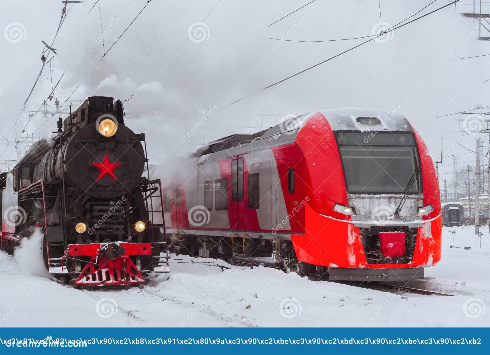 蒸汽机车和现代多单元火车立场附近在驻地