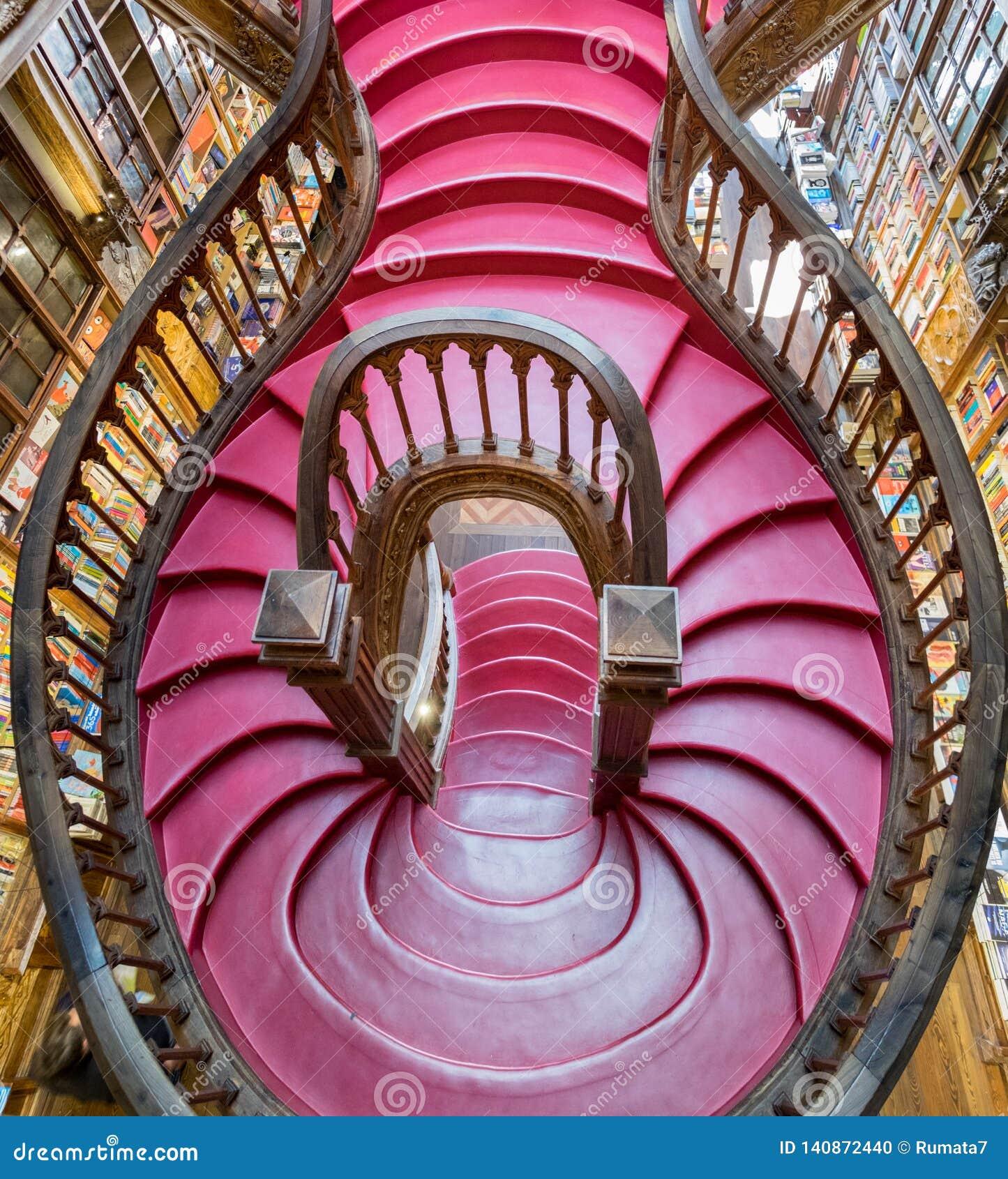 顶视图里面台阶美丽的莱洛& Irmao书店 波尔图 葡萄牙