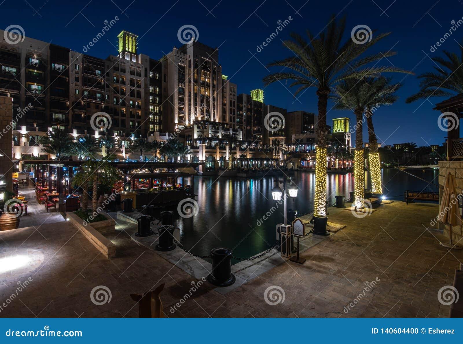 麦纳ASalam Madinat卓美亚奢华酒店集团旅馆在晚上