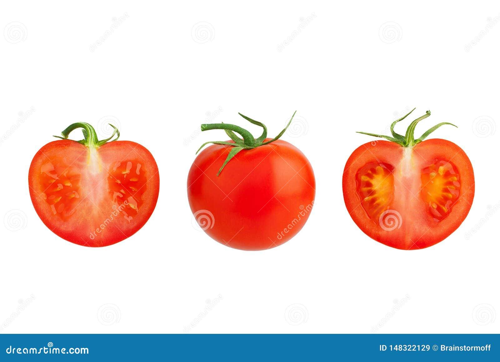 Één rode tomaat met groene bladeren en twee snijden de tomatenhelften op witte dicht omhoog, gehele en gesneden geïsoleerde achte