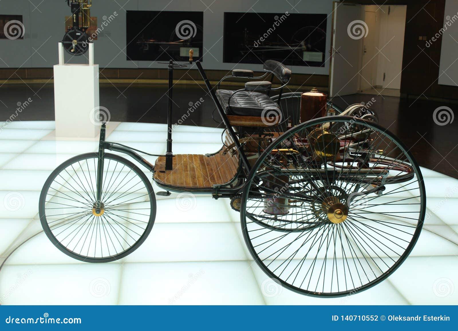 Één van de eerste modellen van de auto Mercedes
