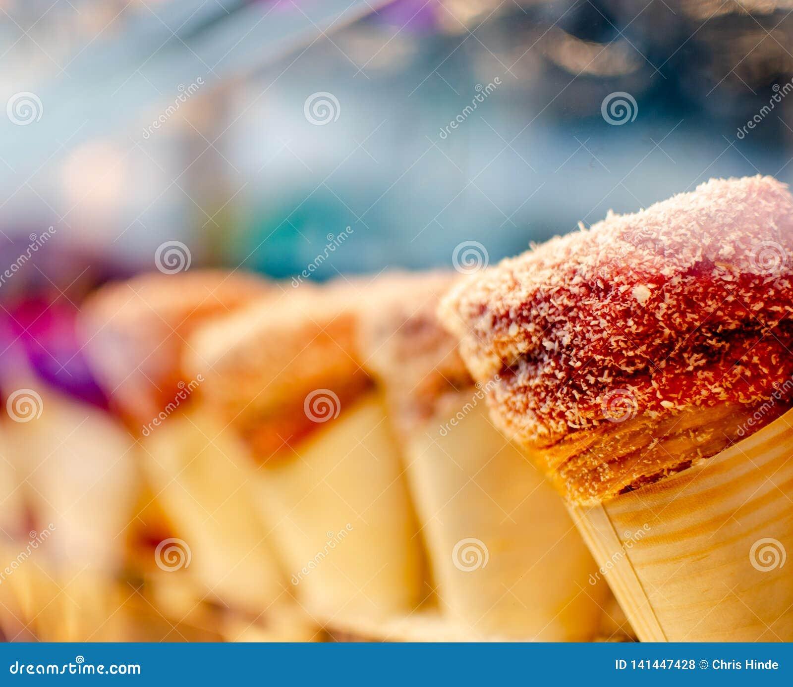 锥体奶油色冰