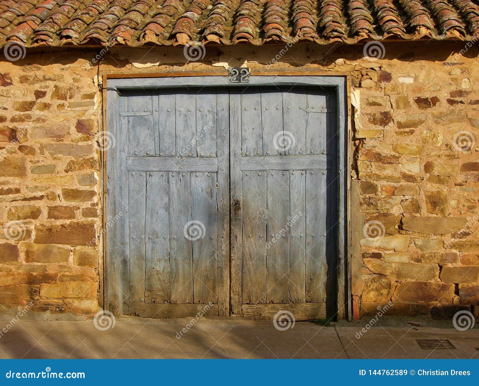É uma porta velha