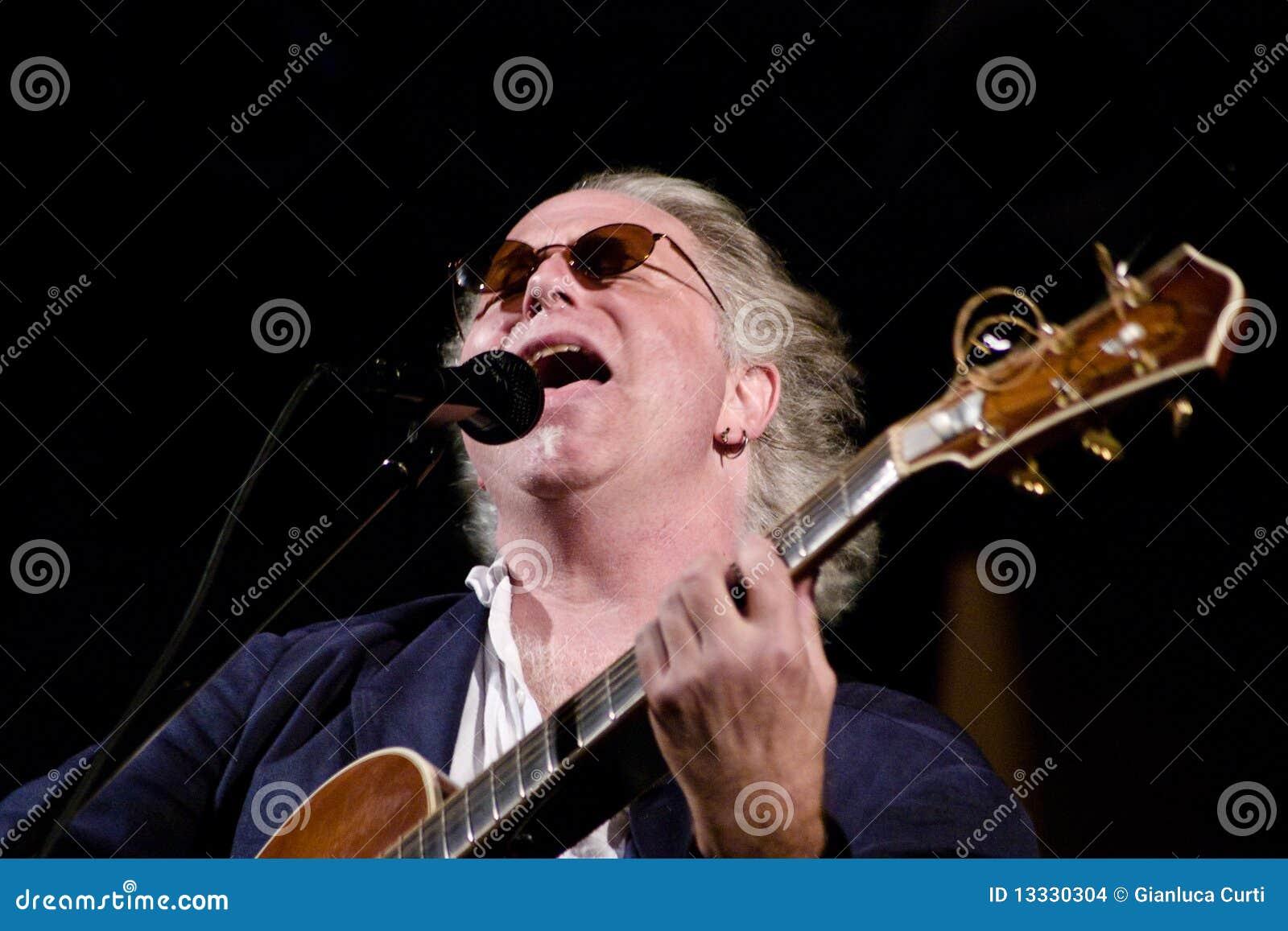 Ébréchez Wilson sur l étape au festival de jazz de l Ombrie
