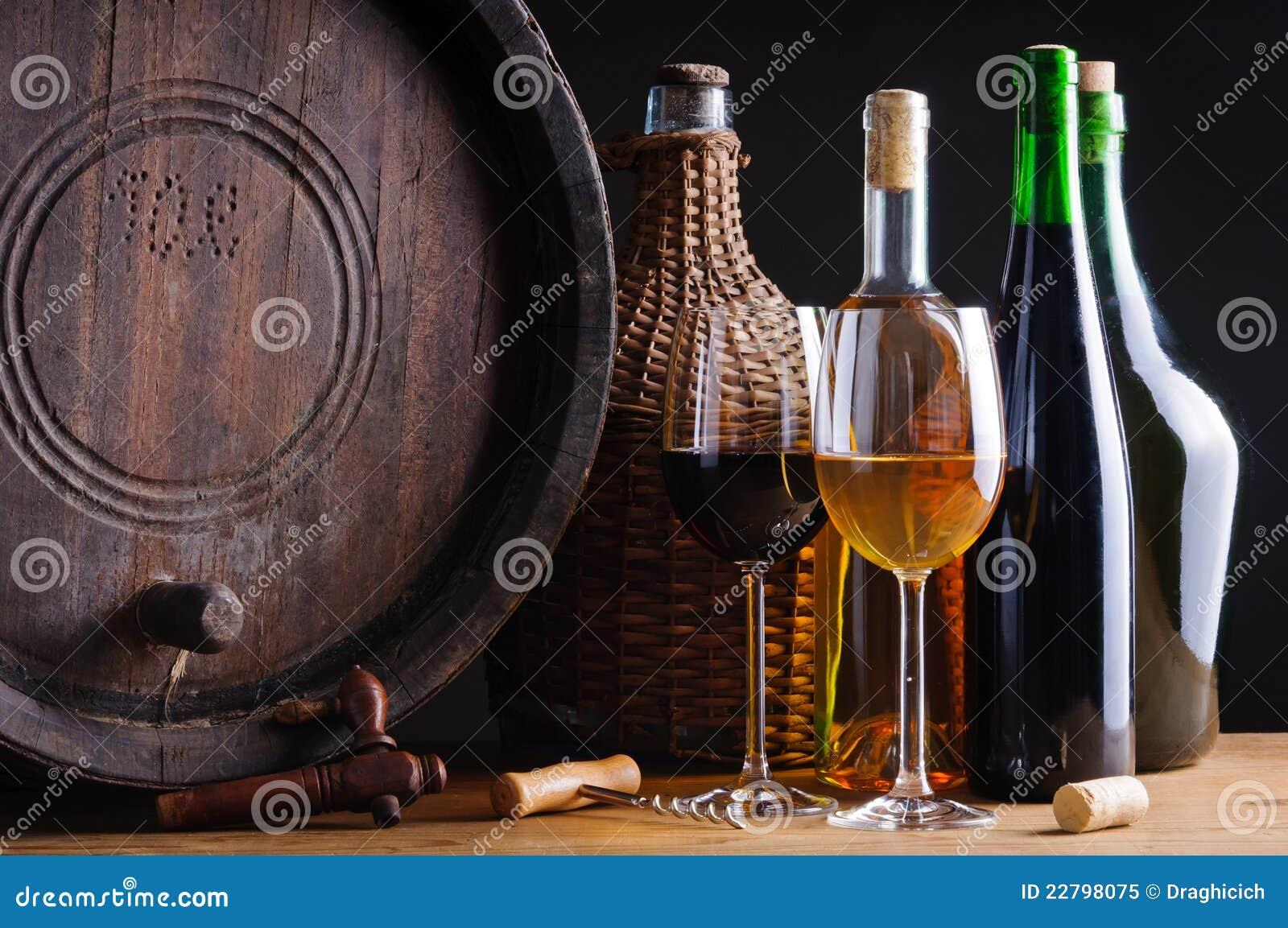 Échantillon de vin dans la cave