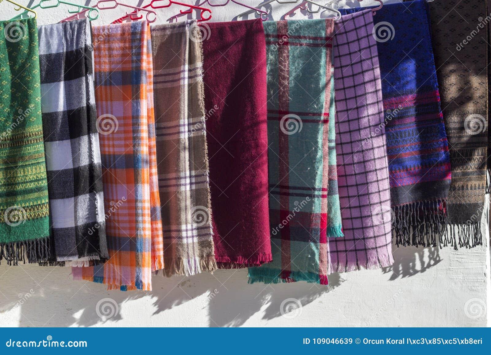 Écharpes conçues traditionnelles colorées multi