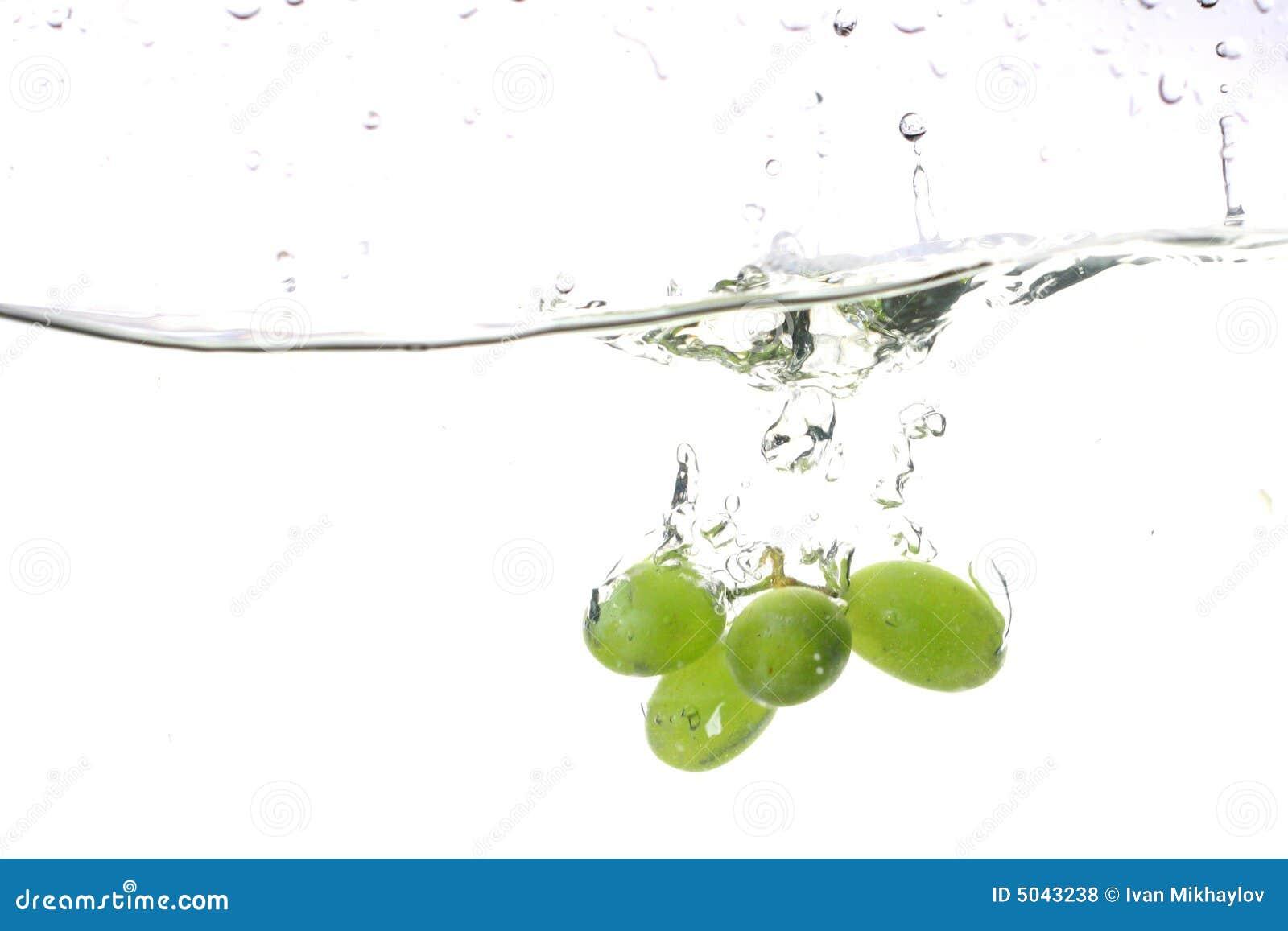 Éclaboussure de l eau de raisin