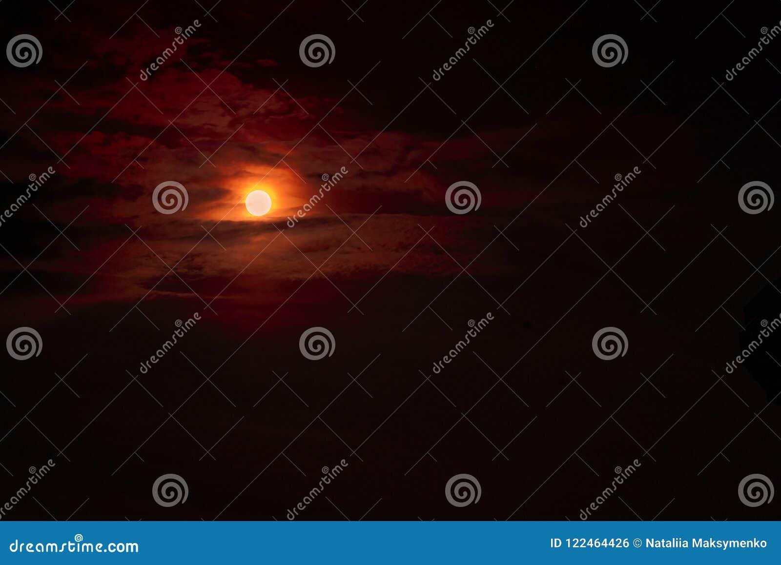 Éclipse de lune - sang de rouge de planète