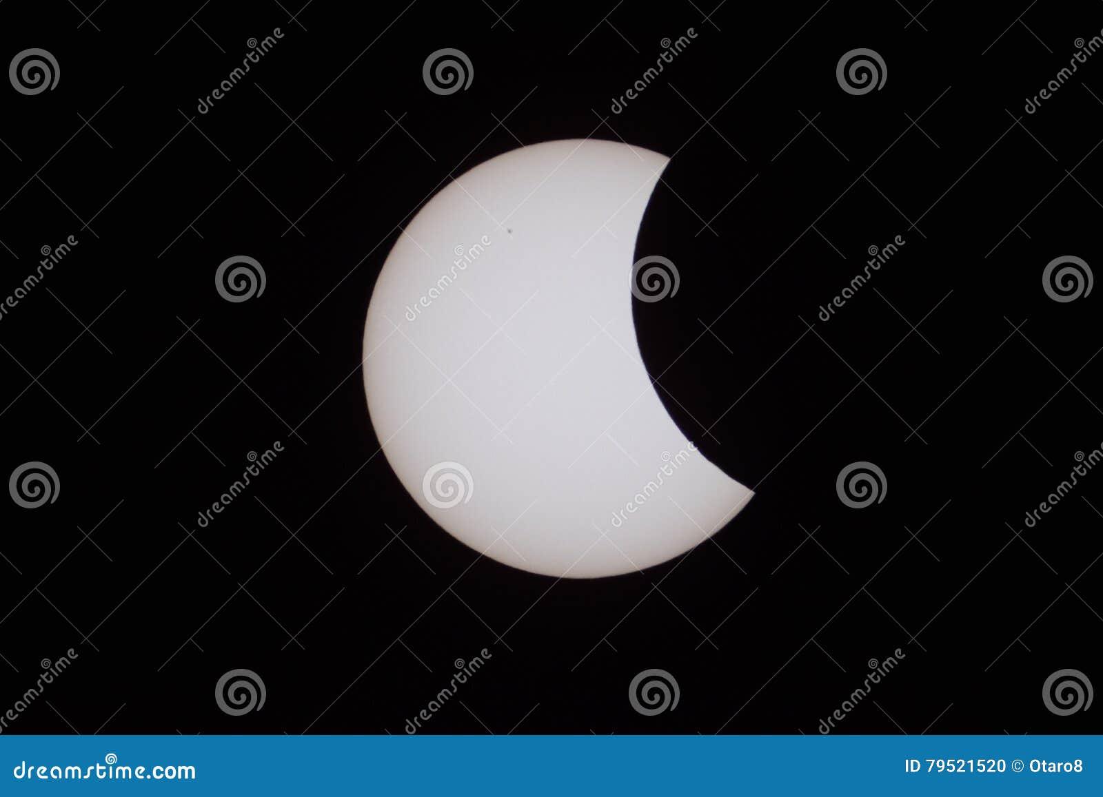 Éclipse solaire partielle le 20 mars 2015 à Moscou
