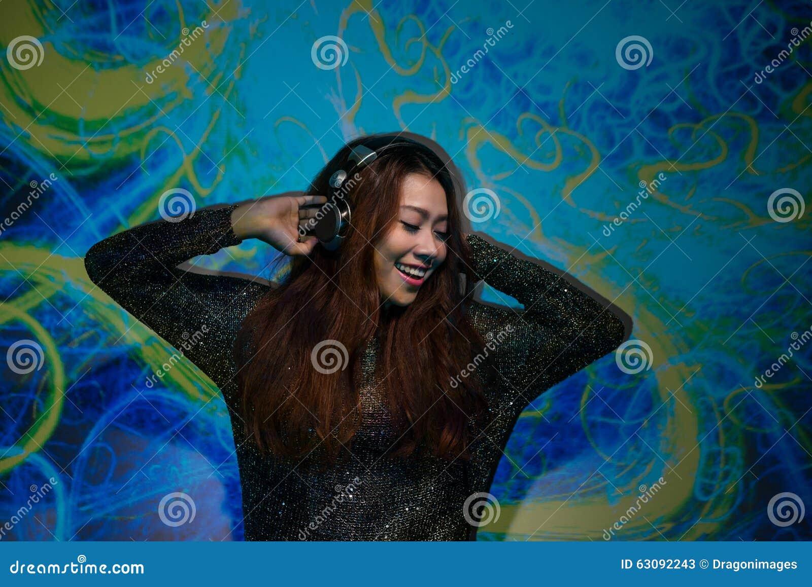 Download Écouter la musique image stock. Image du plaisir, favori - 63092243