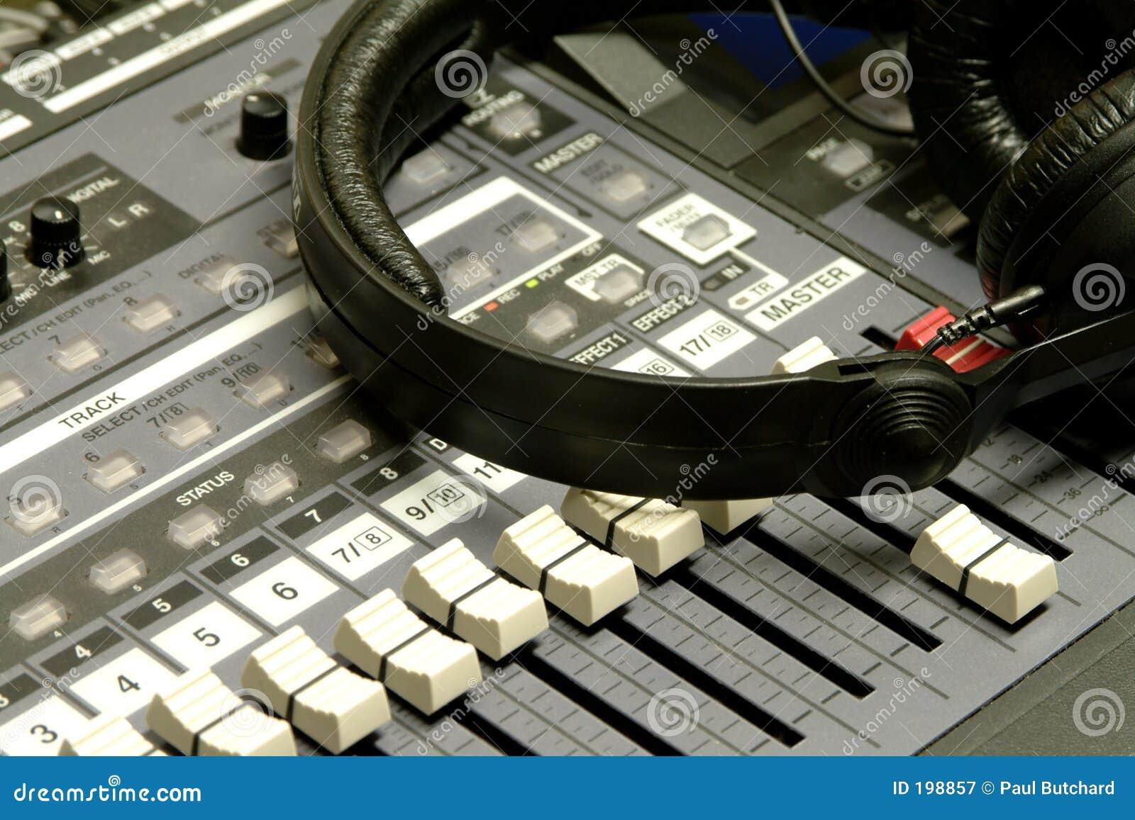 Écouteurs et bureau de mélange