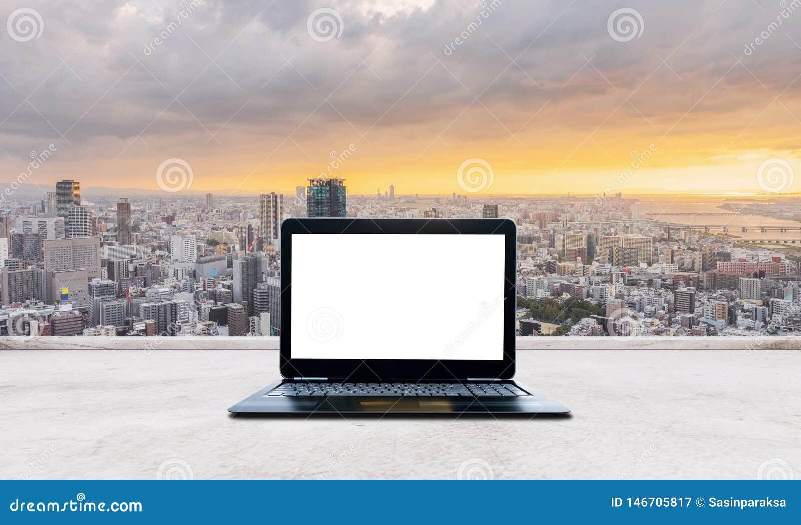 écran Blanc De Blanc D Ordinateur Portable D Ordinateur Sur