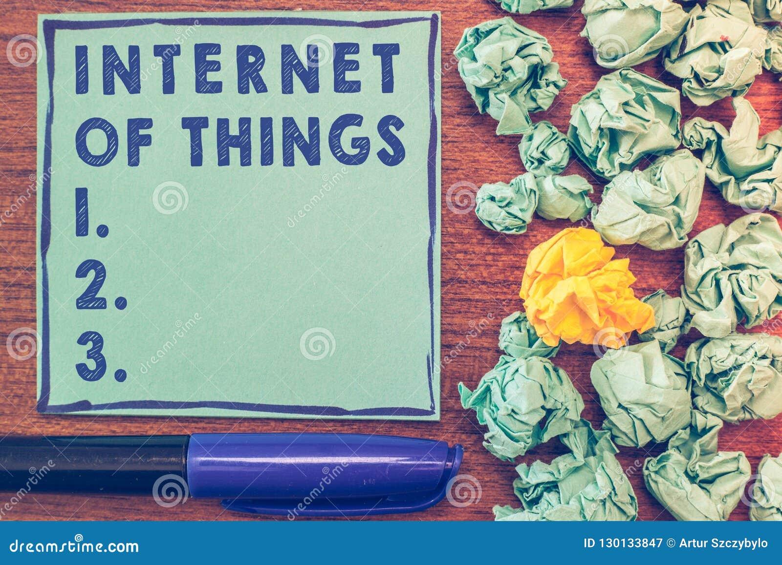 Écriture conceptuelle de main montrant l Internet des choses Connexion de présentation de photo d affaires des dispositifs au fil