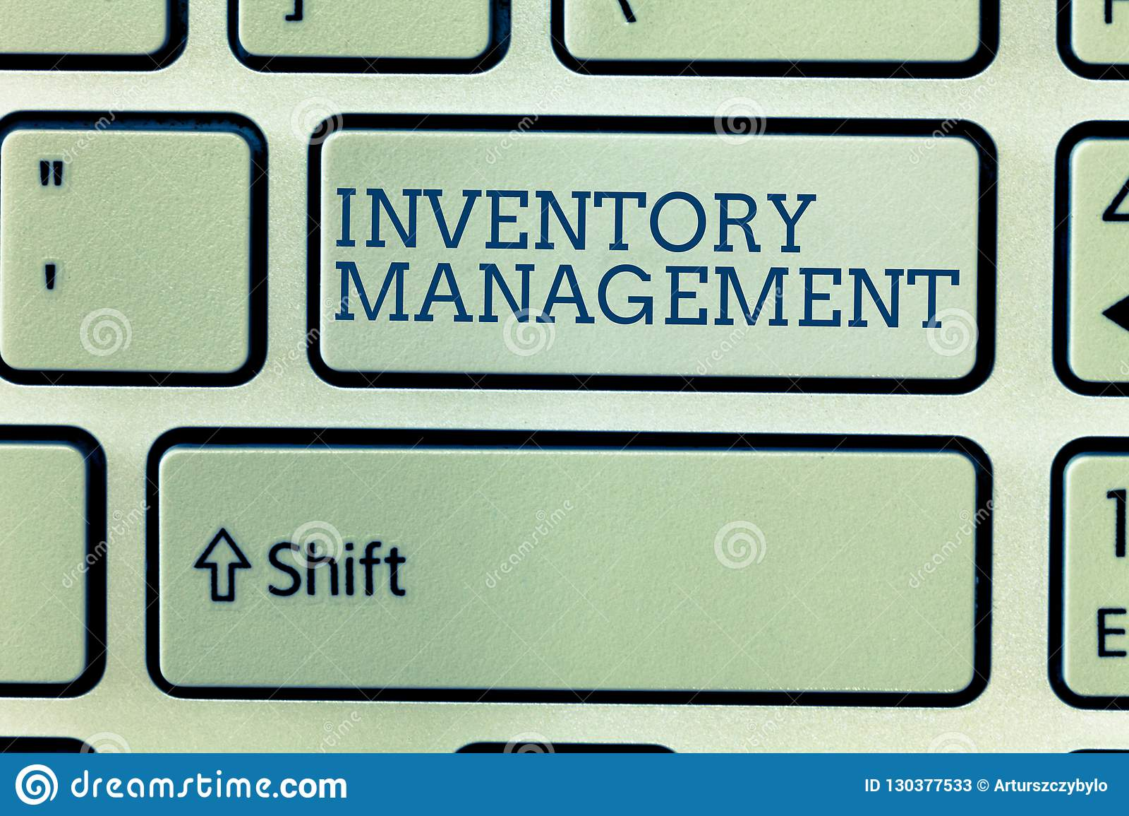 Écriture conceptuelle de main montrant la gestion des stocks Photo d affaires présentant surveillant le stockage de contrôle des