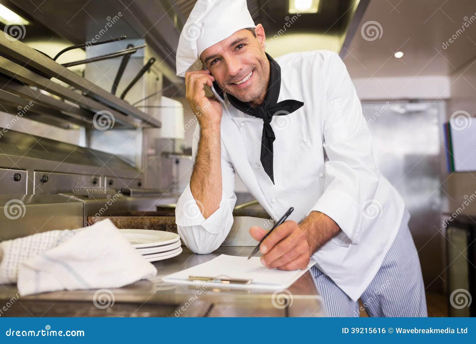 Criture masculine de cuisinier sur le presse papiers tout for Job cuisinier