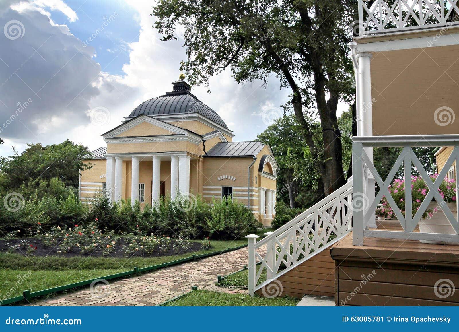 Download Église à La Maison Et Le Porche Du Manoir Dans L'estat De Famille Photo éditorial - Image du patrimoine, porche: 63085781