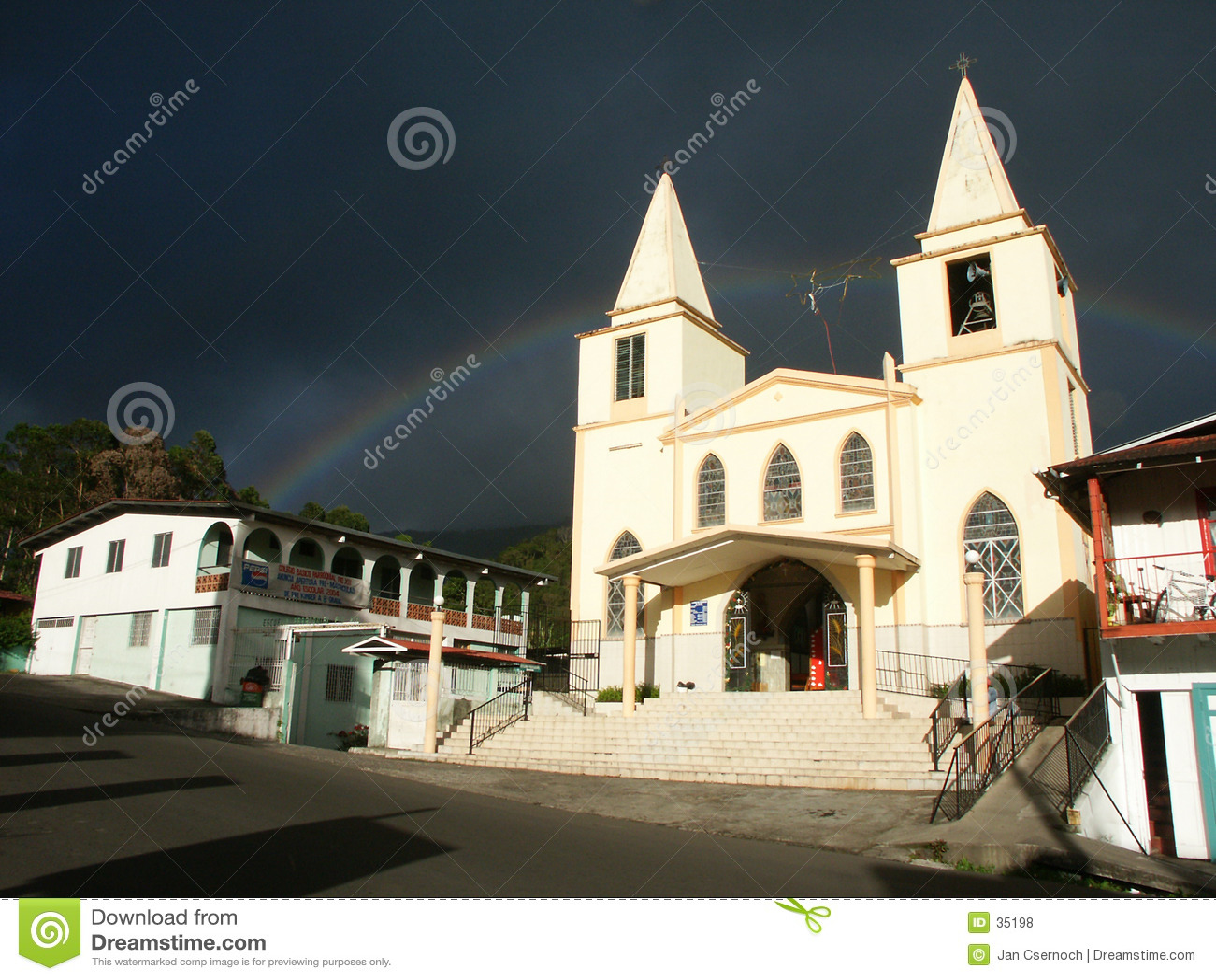Église baptiste avec l arc-en-ciel