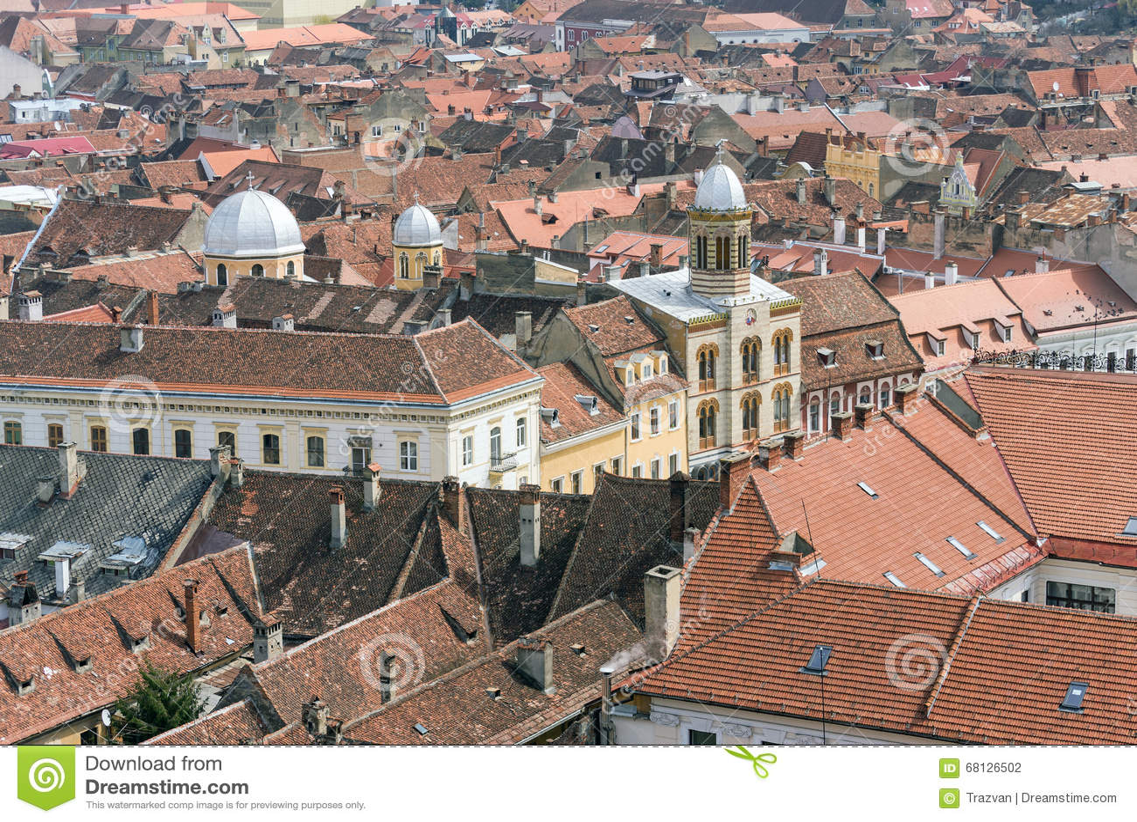 Église bizantine de style au coeur de la ville de Brasov (vue aérienne)