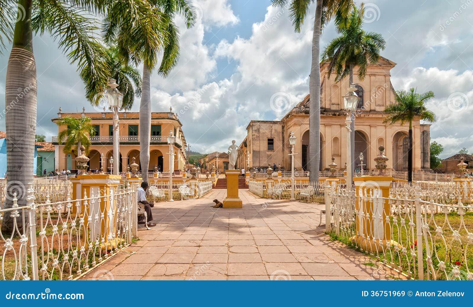 Église de la trinité sainte au maire de plaza