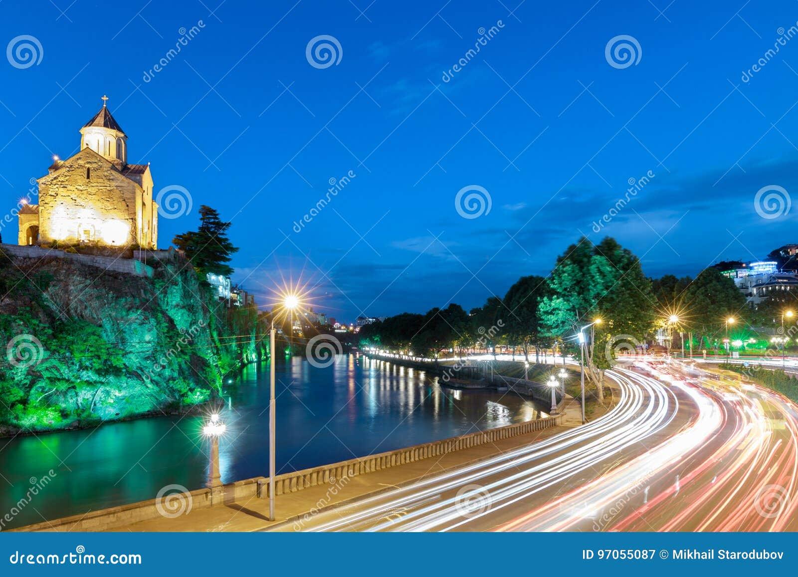 Église de Metekhi la nuit Tbilisi, la Géorgie