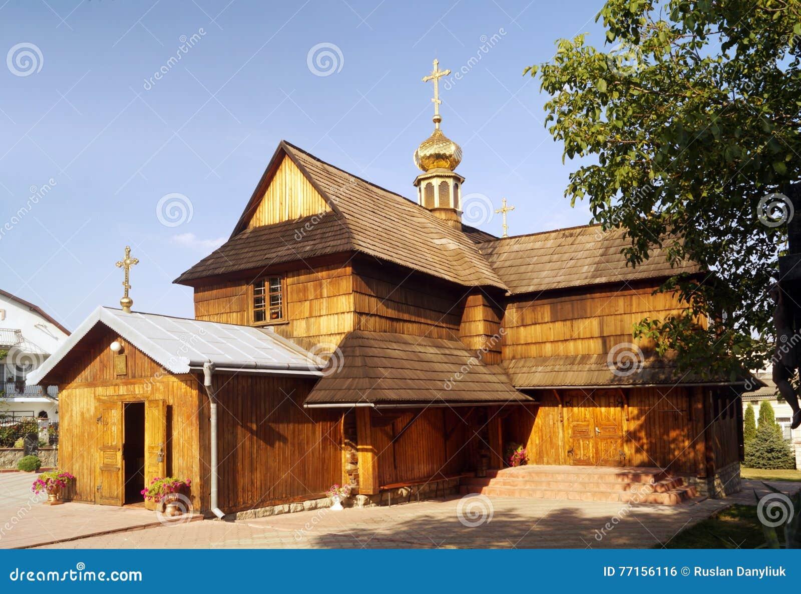 Église en bois orthodoxe médiévale