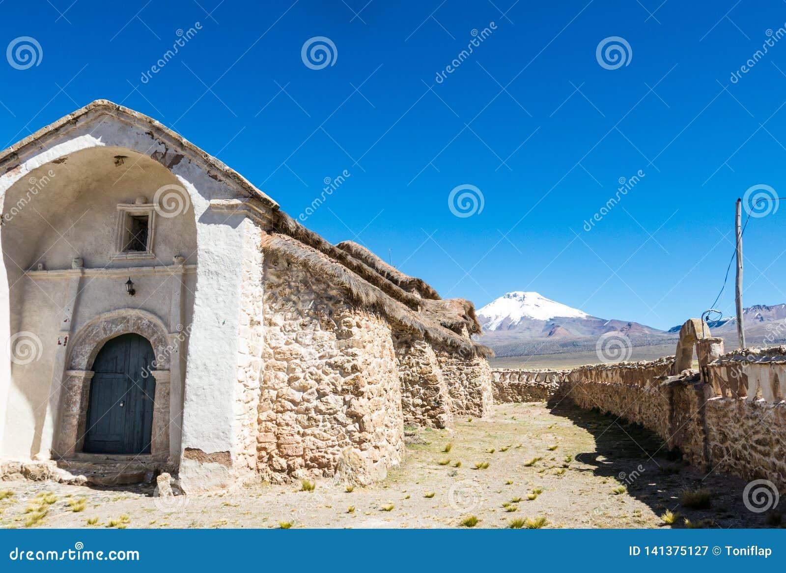 Église en pierre du village de Sajama La petite ville andine de Sajama, Bolivien Altiplano beau chiffre dimensionnel illustration