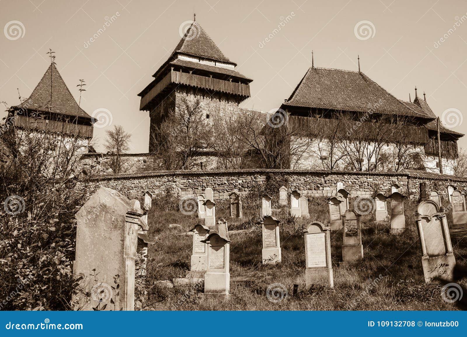 Église enrichie de Viscri, la Transylvanie - sépia