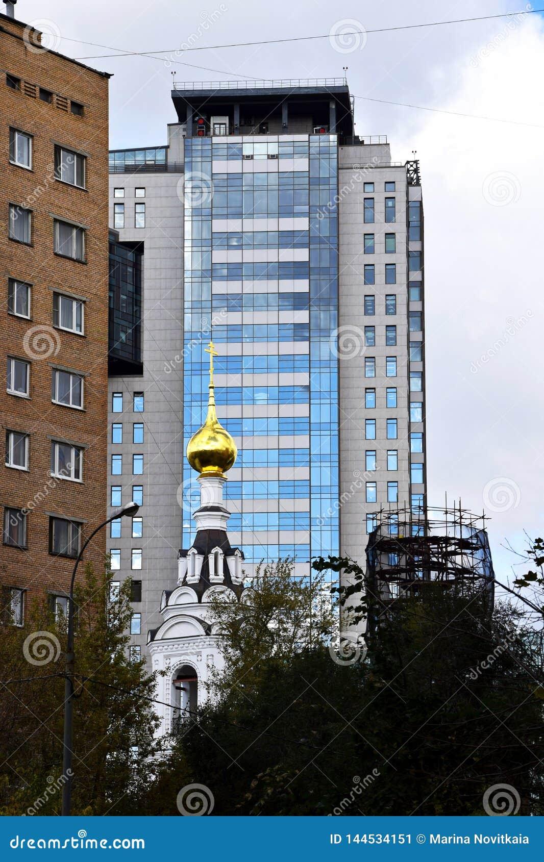 Église orthodoxe, gratte-ciel modernes