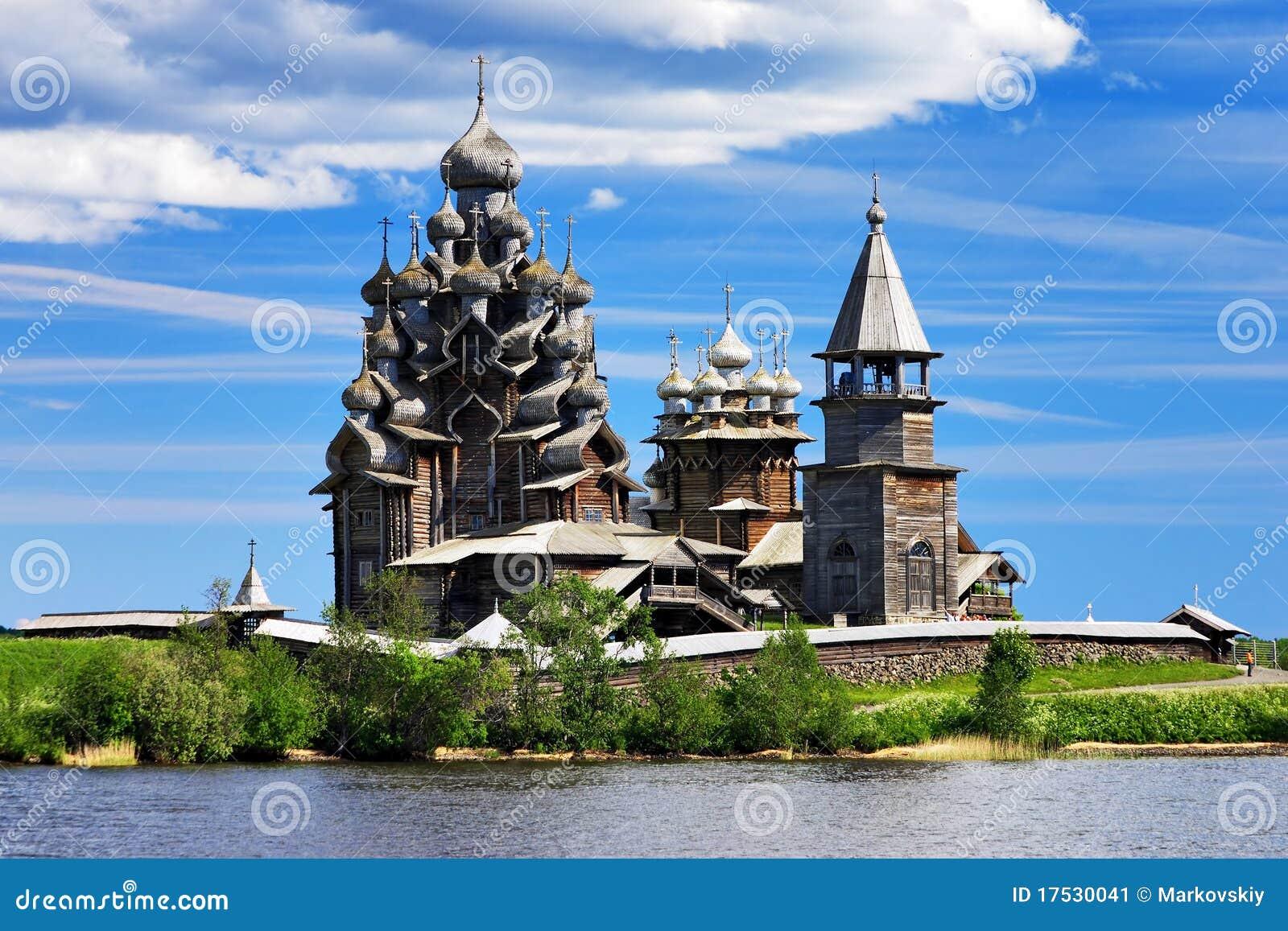 Églises en bois sur l île Kizhi