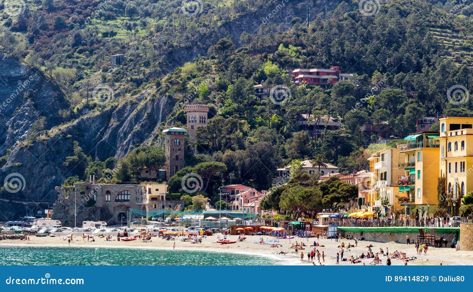 Égua do al de Monterosso, uma vila litoral e recurso em Cinque Terre