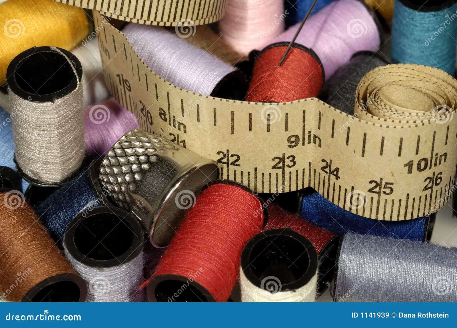 Éléments relatifs de couture