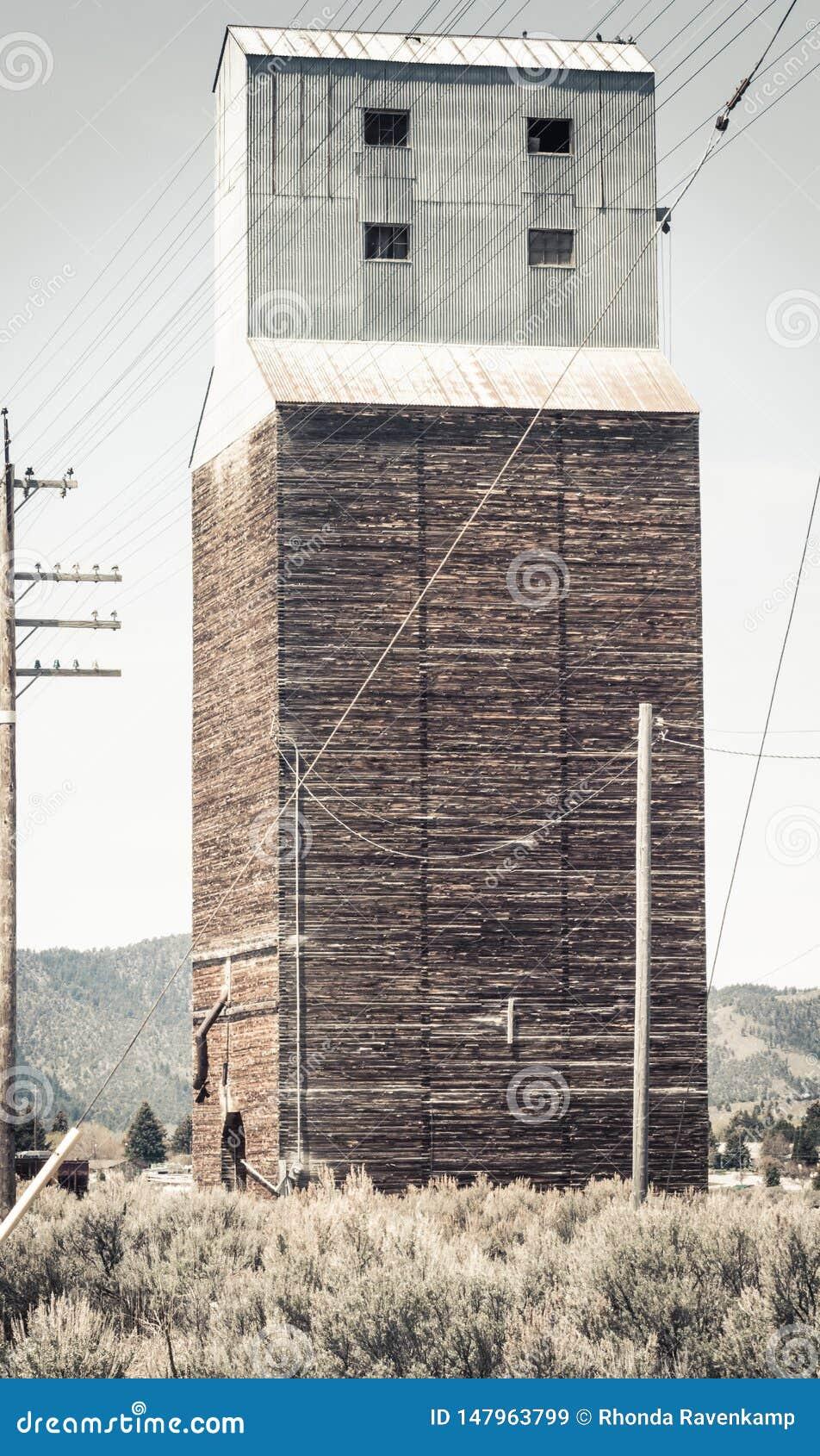 Élévateur à grains abandonné rural dans Soda Springs