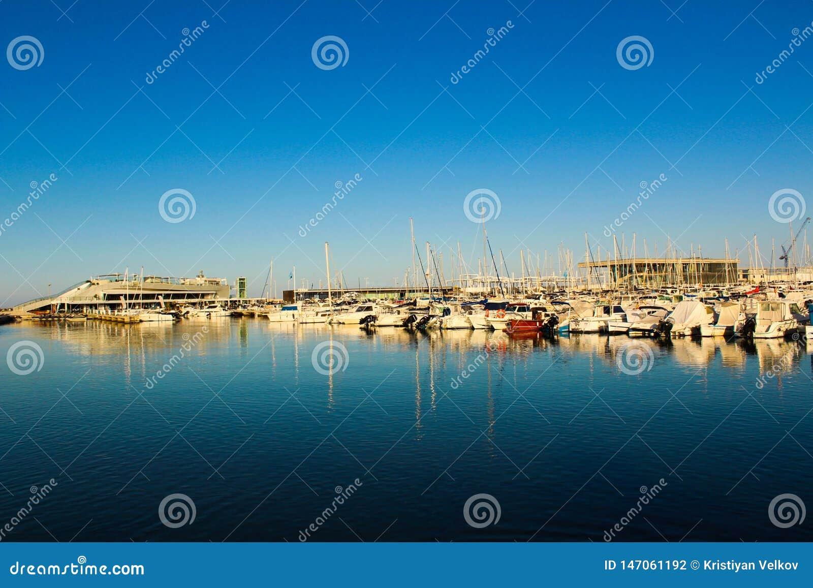 Él puerto de Denia de España