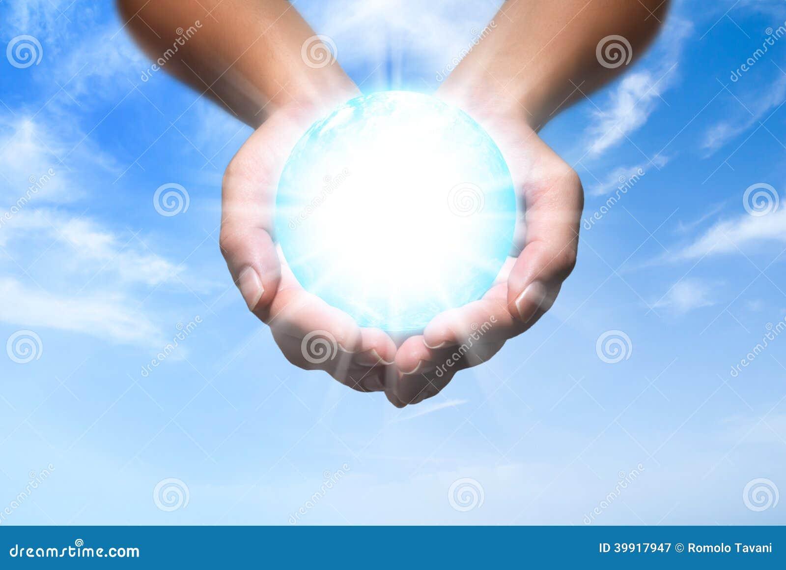 Énergie de globe dans des vos mains