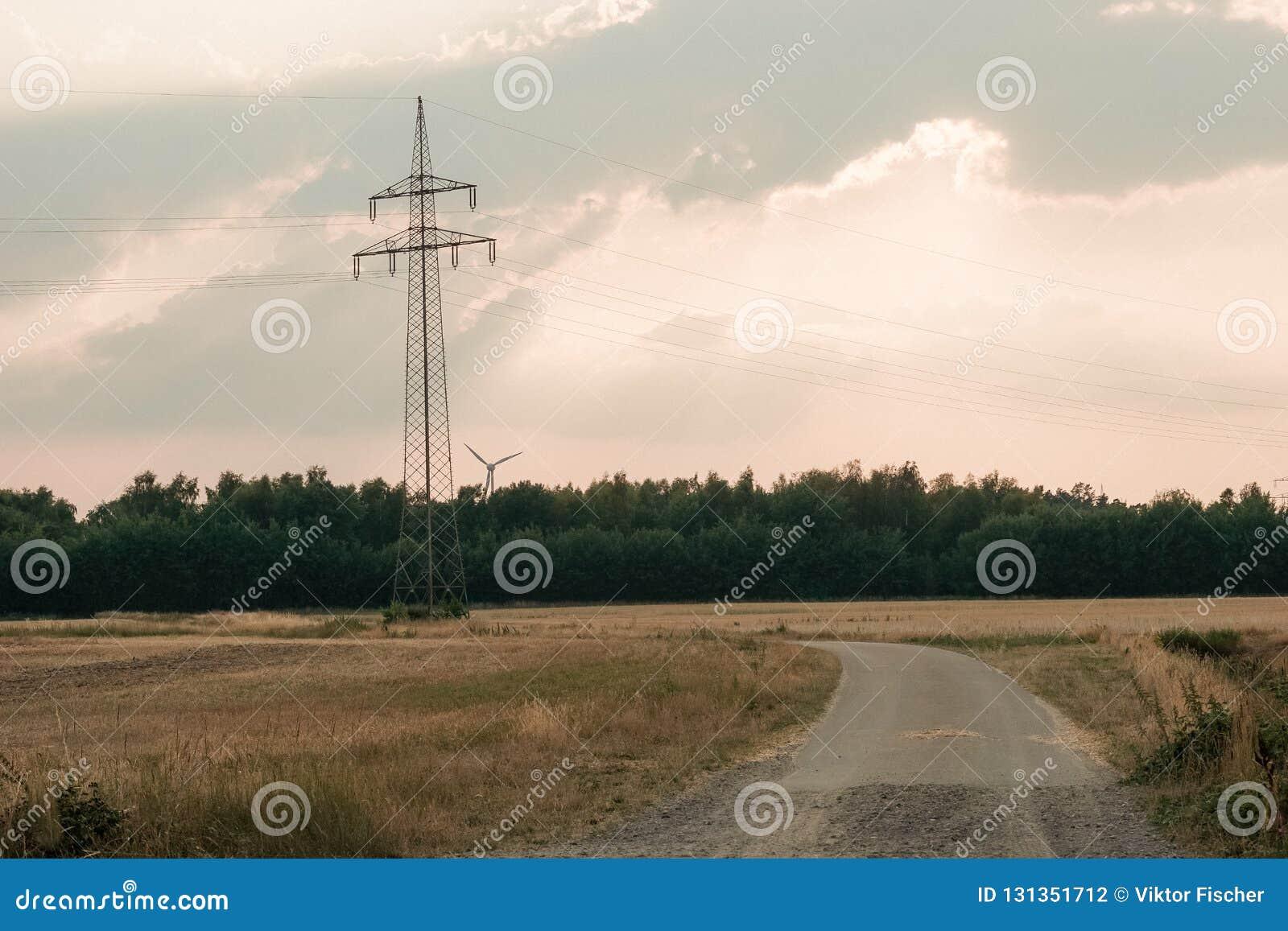 énergie de puissance d eco d idée de concept turbine de vent sur la colline avec le coucher du soleil
