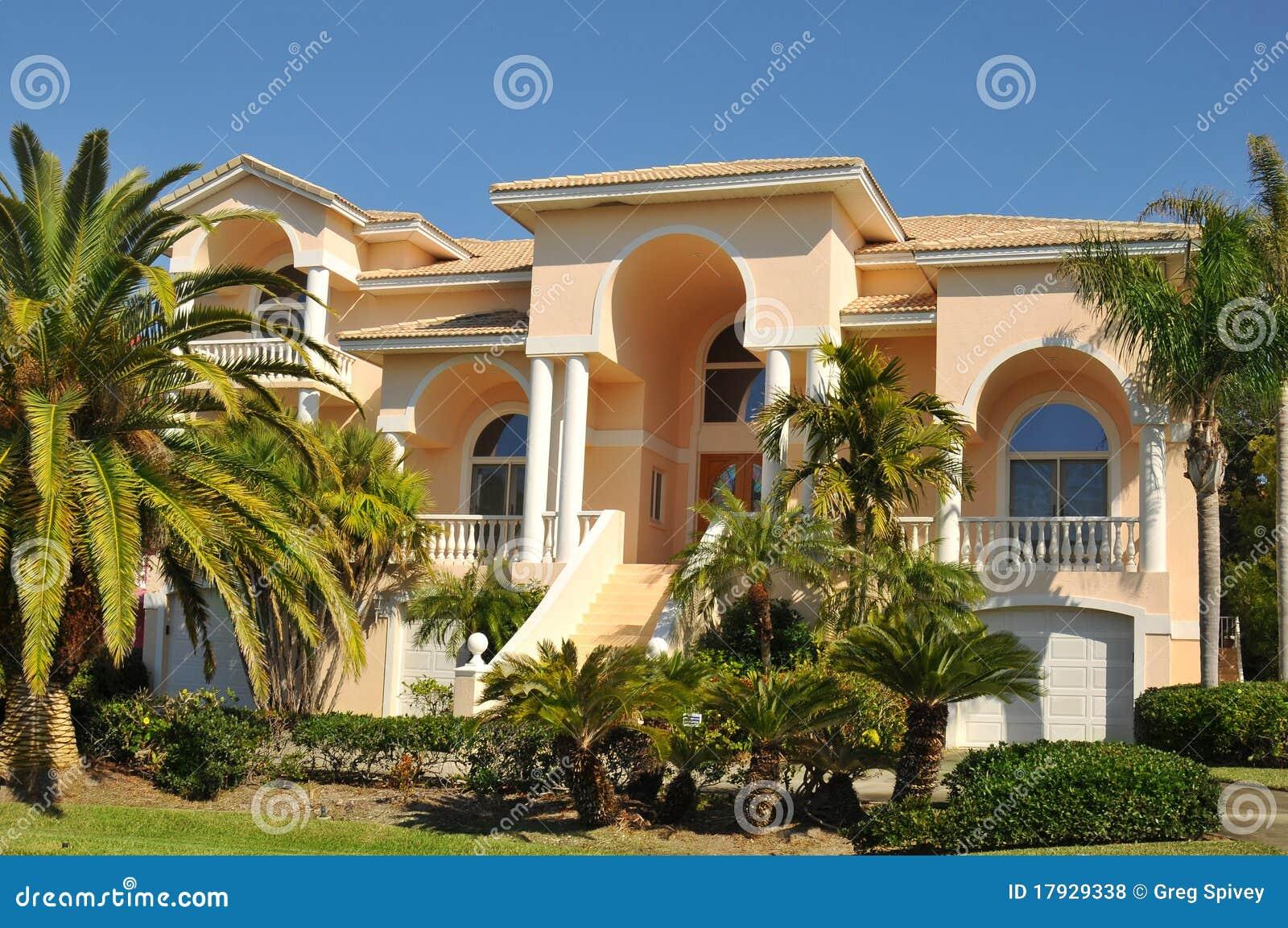 Énorme néo- maison méditerranéenne