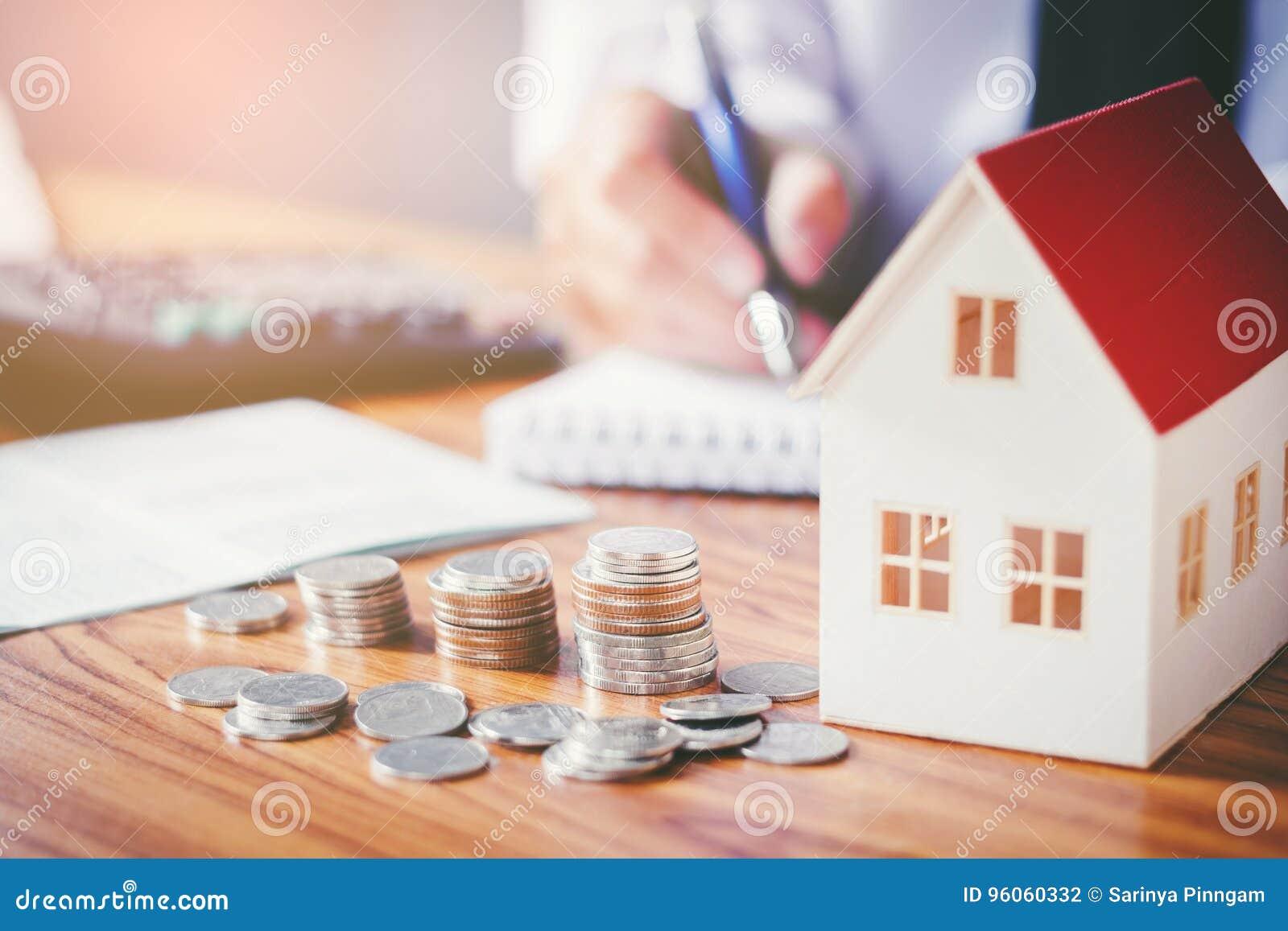 Épargnez l argent pour le coût à la maison