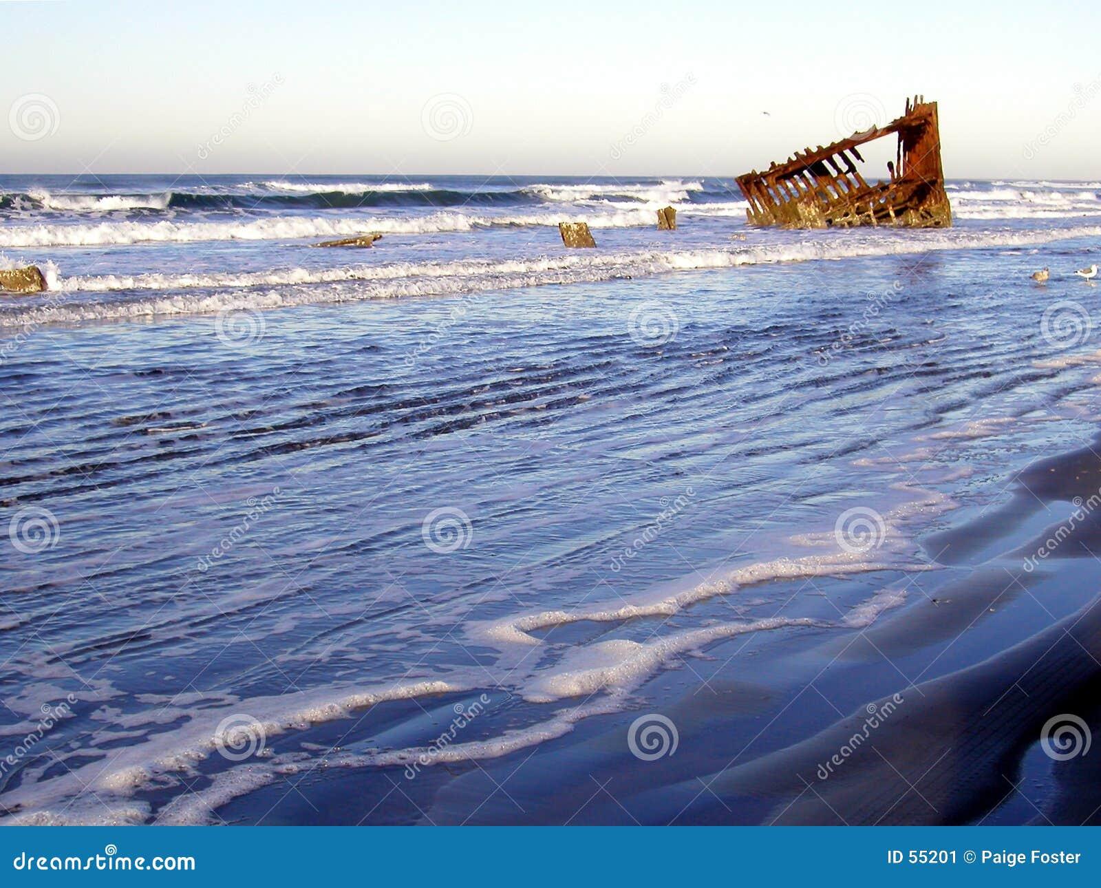 Download Épave 1 de matin image stock. Image du coulage, épave, bateau - 55201