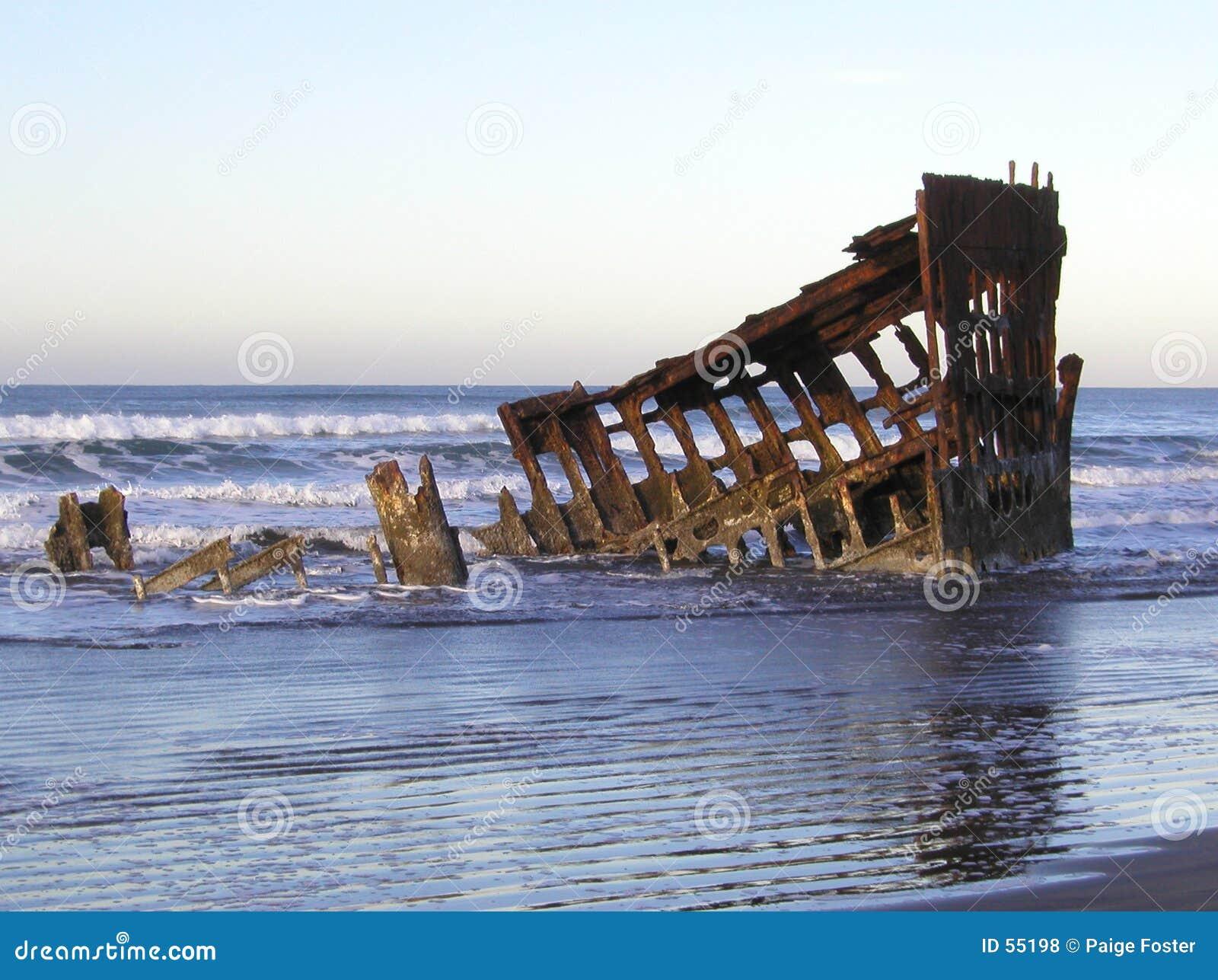 Download Épave 4 de matin photo stock. Image du ondes, plage, humide - 55198