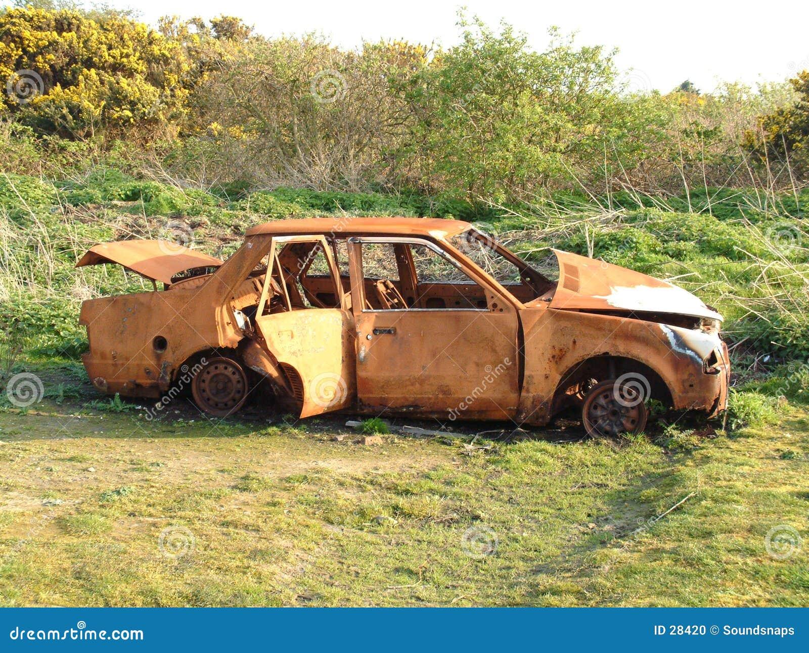 Épave abandonnée de véhicule