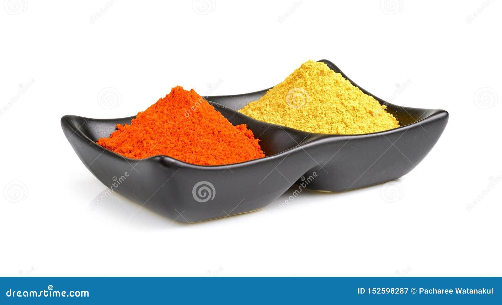 Épices indiennes, poudre de piments dans la cuvette