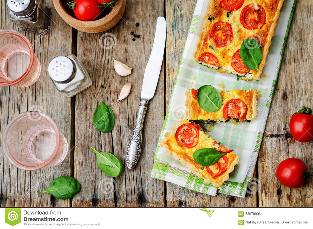 Download Épinards, Tomates, Quiche De Champignon Photo stock - Image du sain, pâtisserie: 63078906