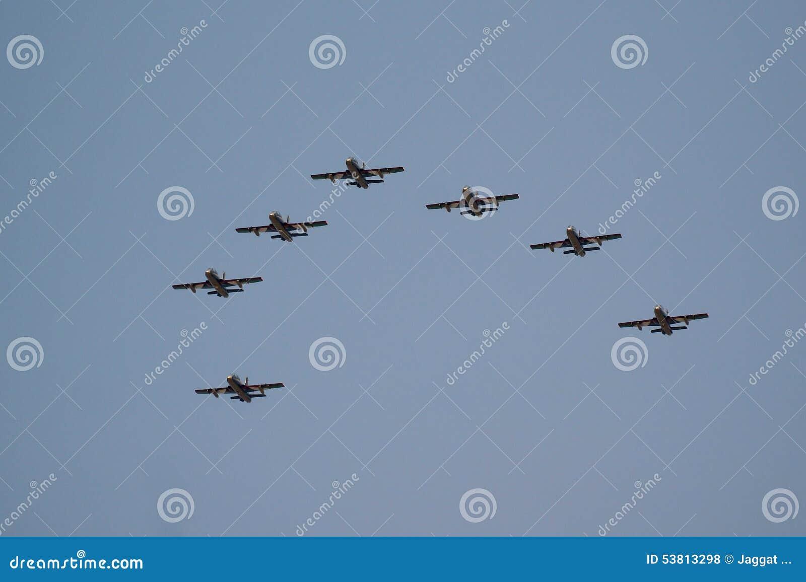 Équipe acrobatique aérienne d Al Fursan avec les avions d Aermacchi MB-339