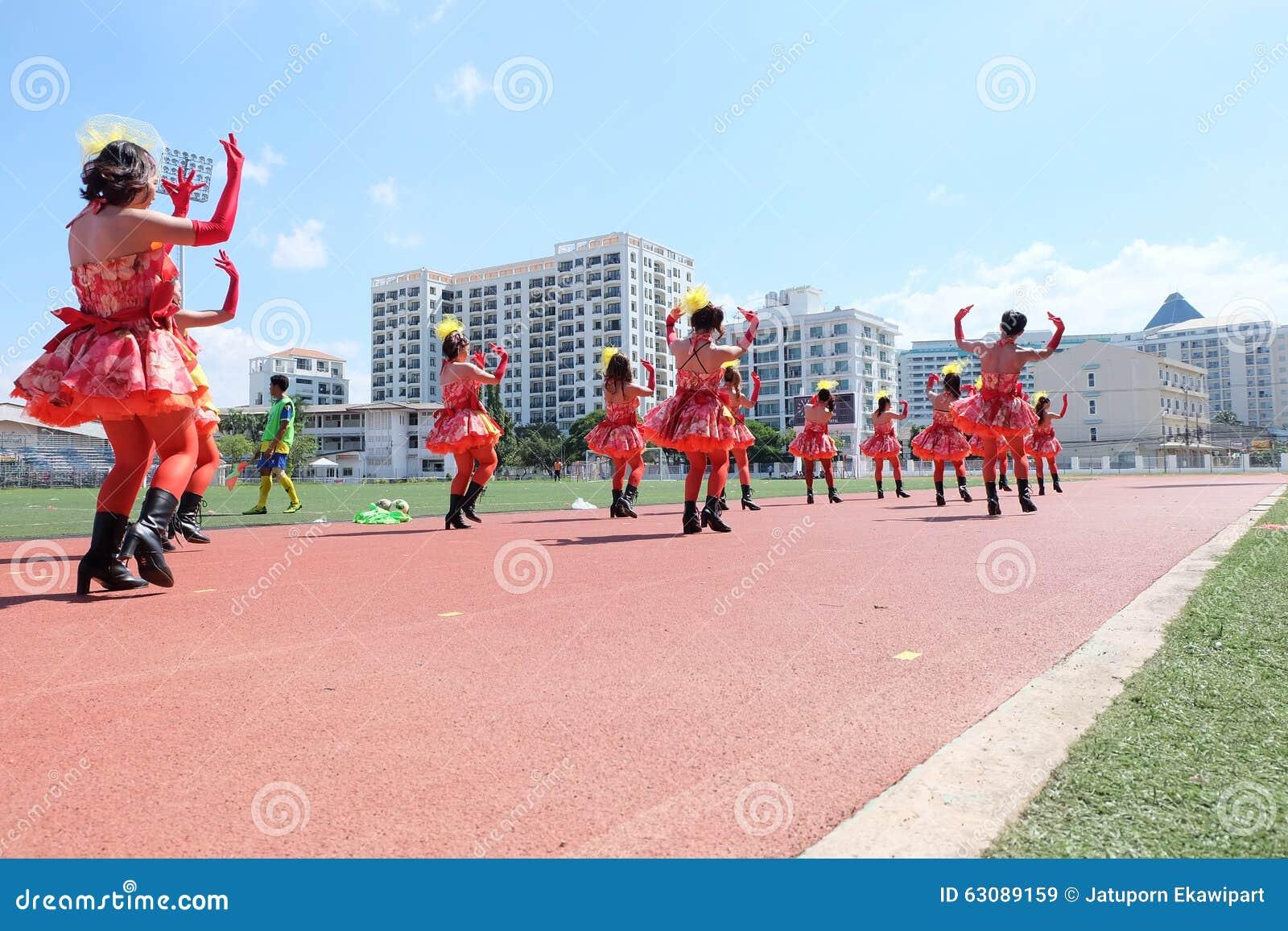 Download Équipe Cheerleading De Société Image stock éditorial - Image du stade, danser: 63089159