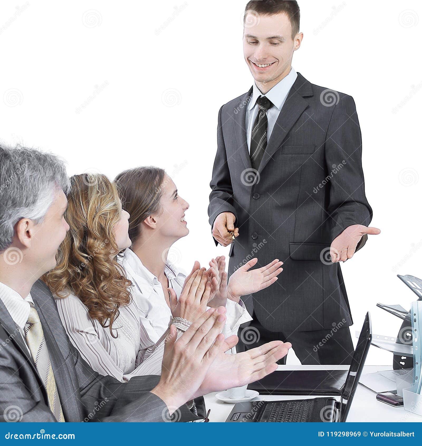 Équipe d affaires applaudissant l orateur à une présentation d affaires