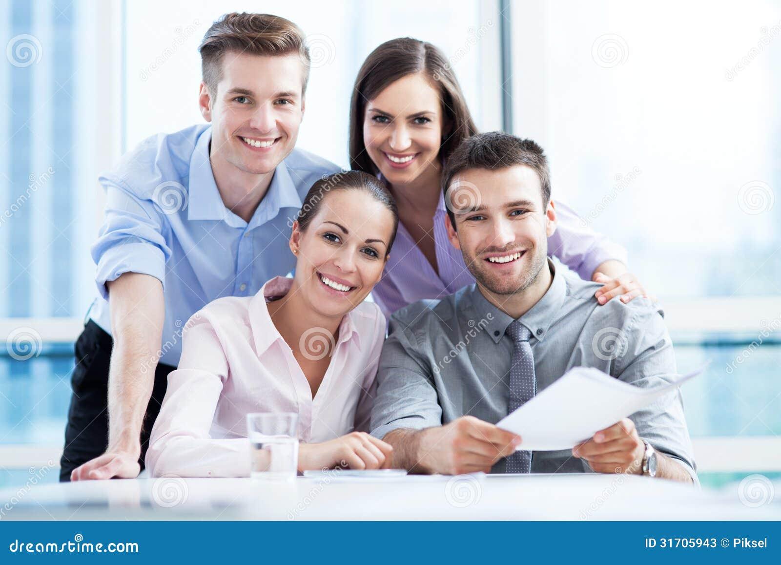 Équipe d affaires au bureau